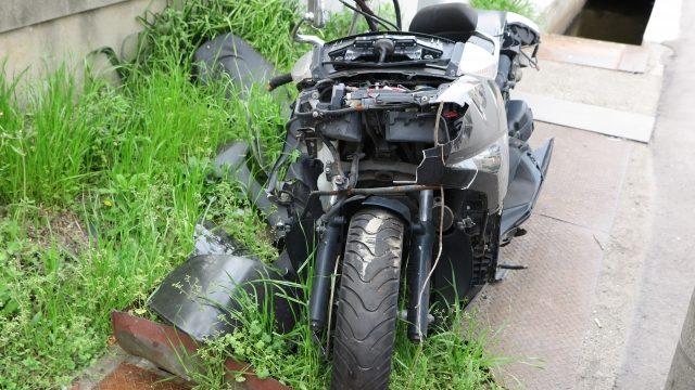 壊れて放置されたバイク